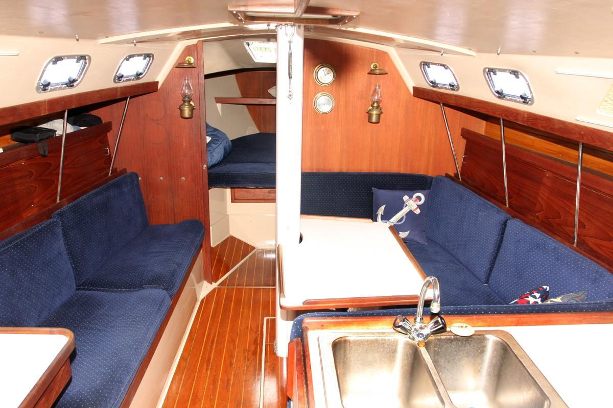 1988 Catalina 34 MkII Sandy Hook Yacht Sales