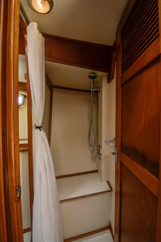 FWD GUEST CABIN 2 SHOWER