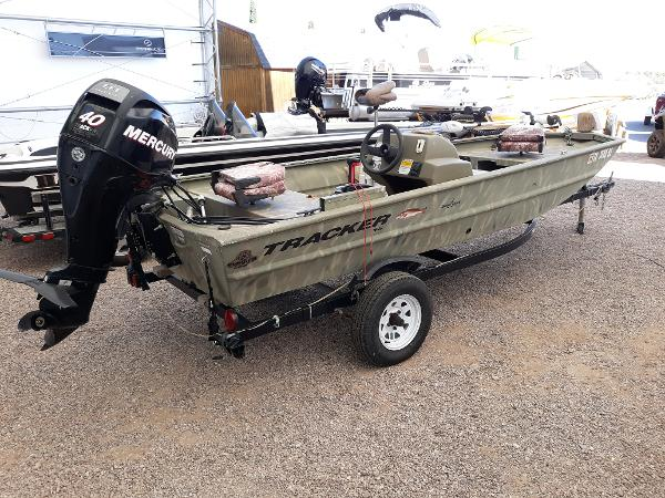 2011 Tracker Boats boat for sale, model of the boat is Grizzly 1648 Camo & Image # 2 of 2