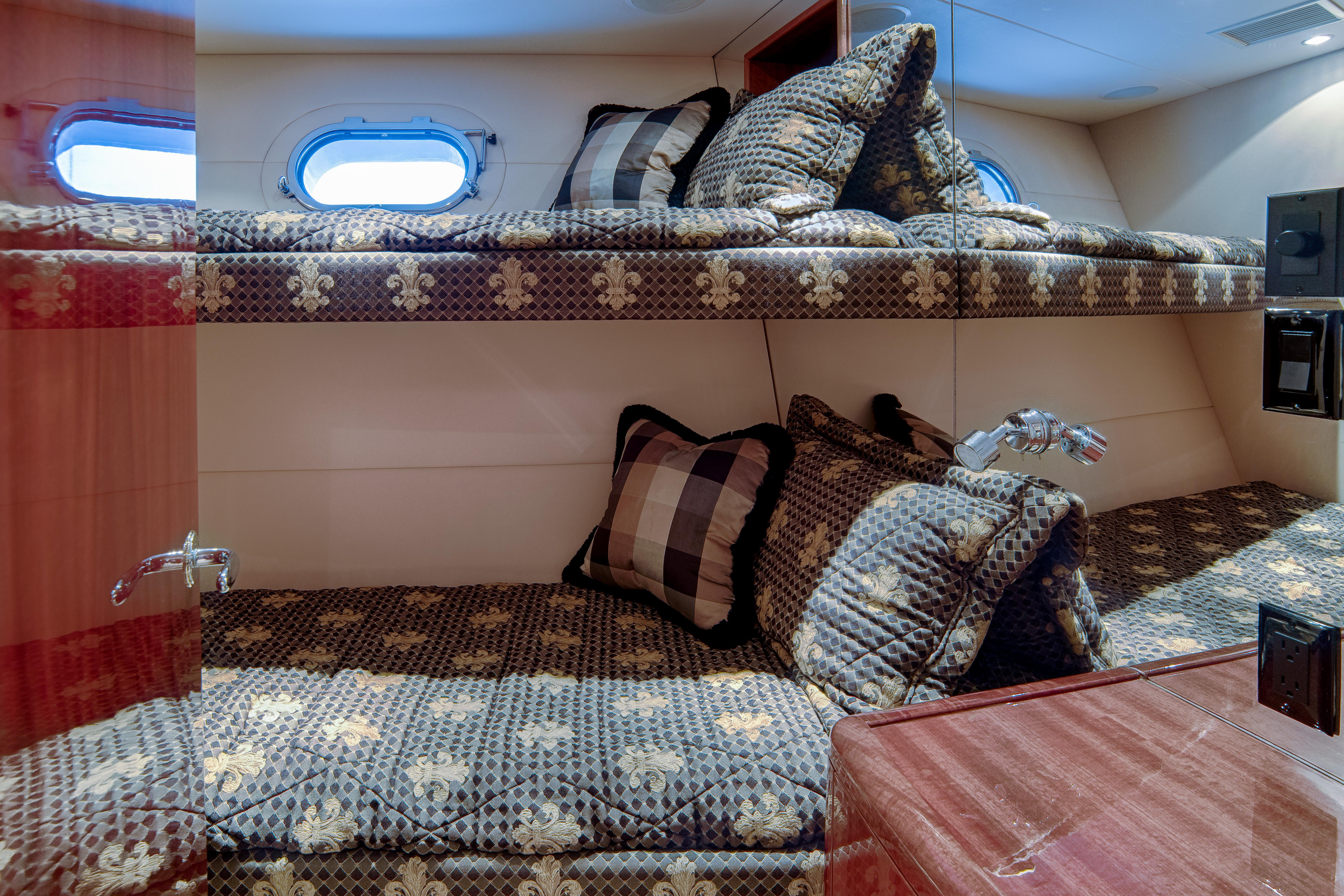 Bunks to starboard