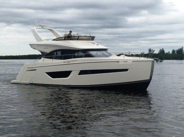 CARVER YACHTS C52