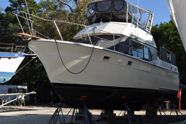 Hatteras 38 Double Cabin Motor Yachts. Listing Number: M-3024802
