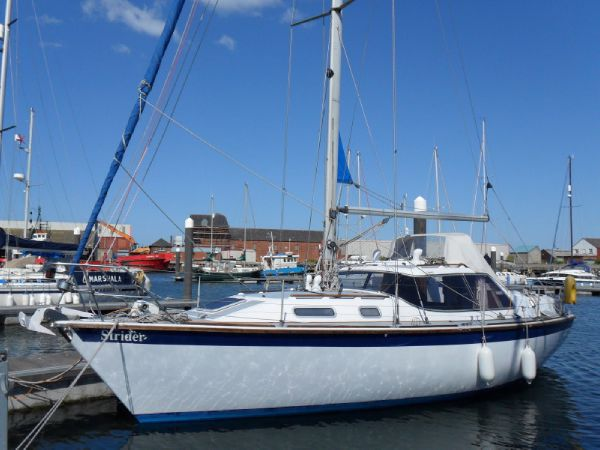 Westerly Riviera - BILGE KEEL. Length: 35 feet. Model Year: 1989