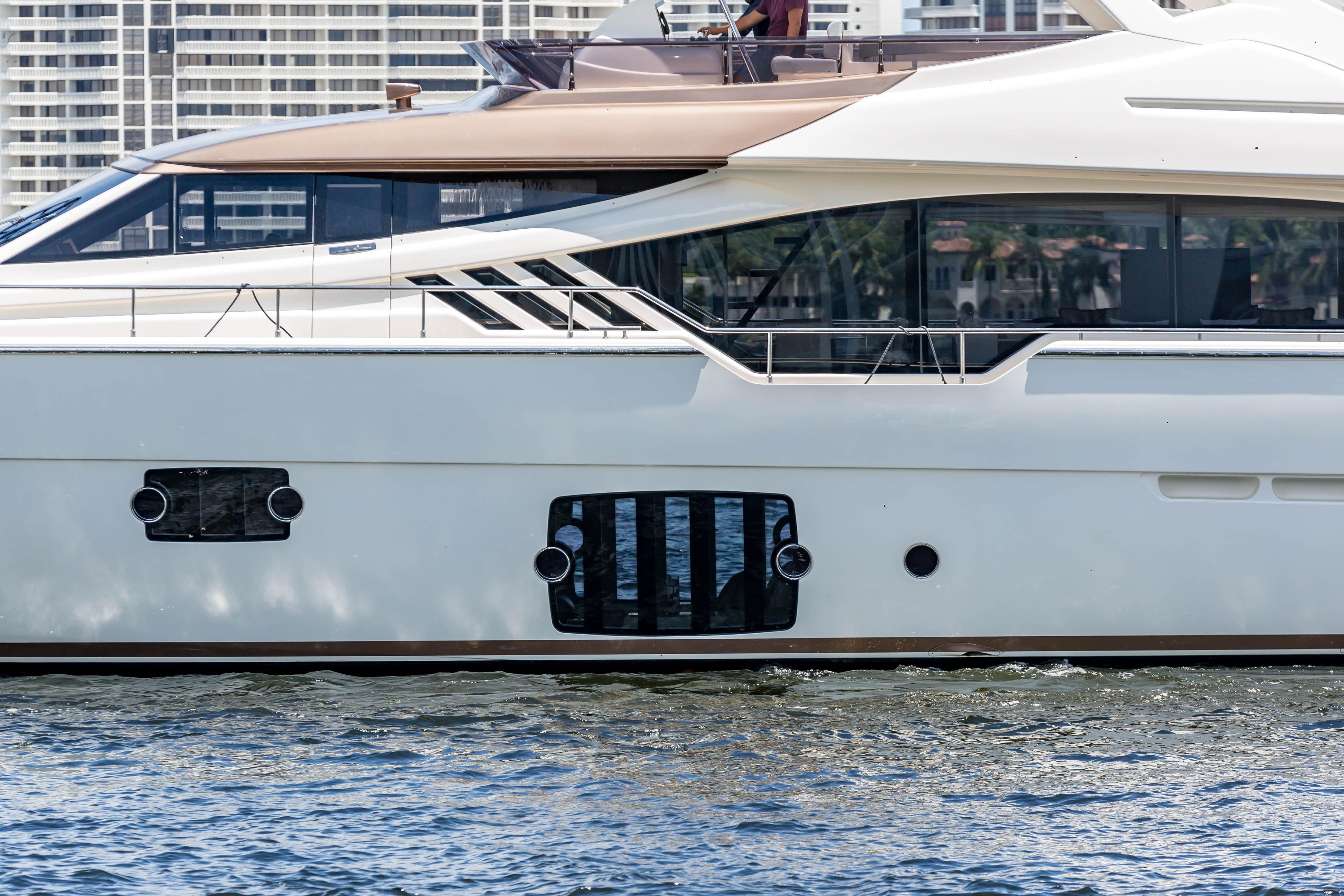 2016  Ferretti Yachts 870 Paola IV - Profile