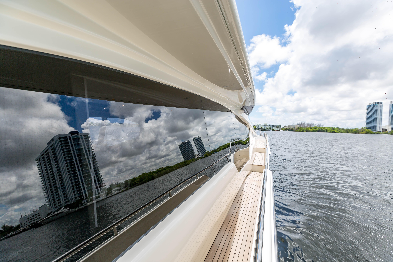 2016  Ferretti Yachts 870 Paola IV - Side Deck