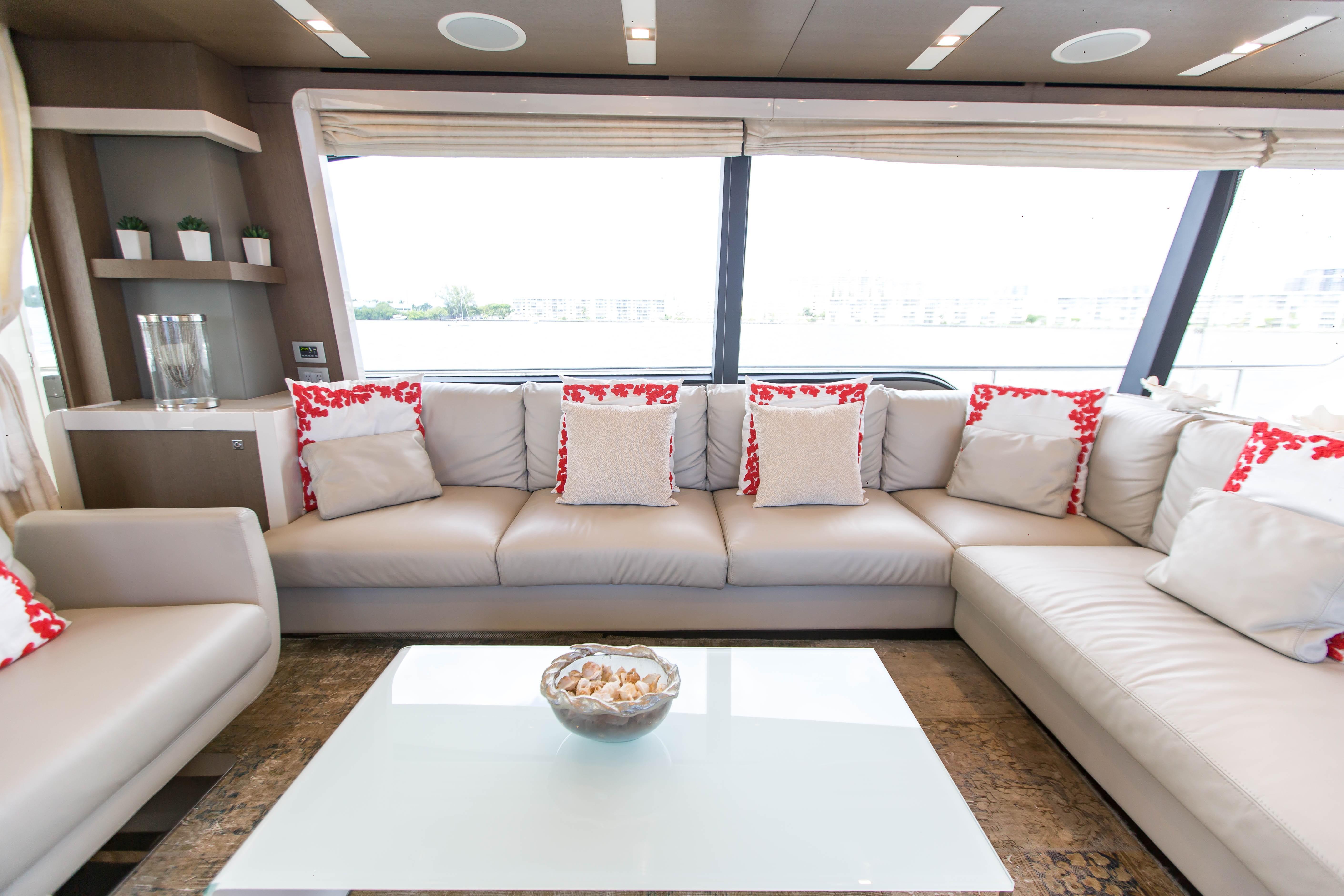 2016  Ferretti Yachts 870 Paola IV - Salon