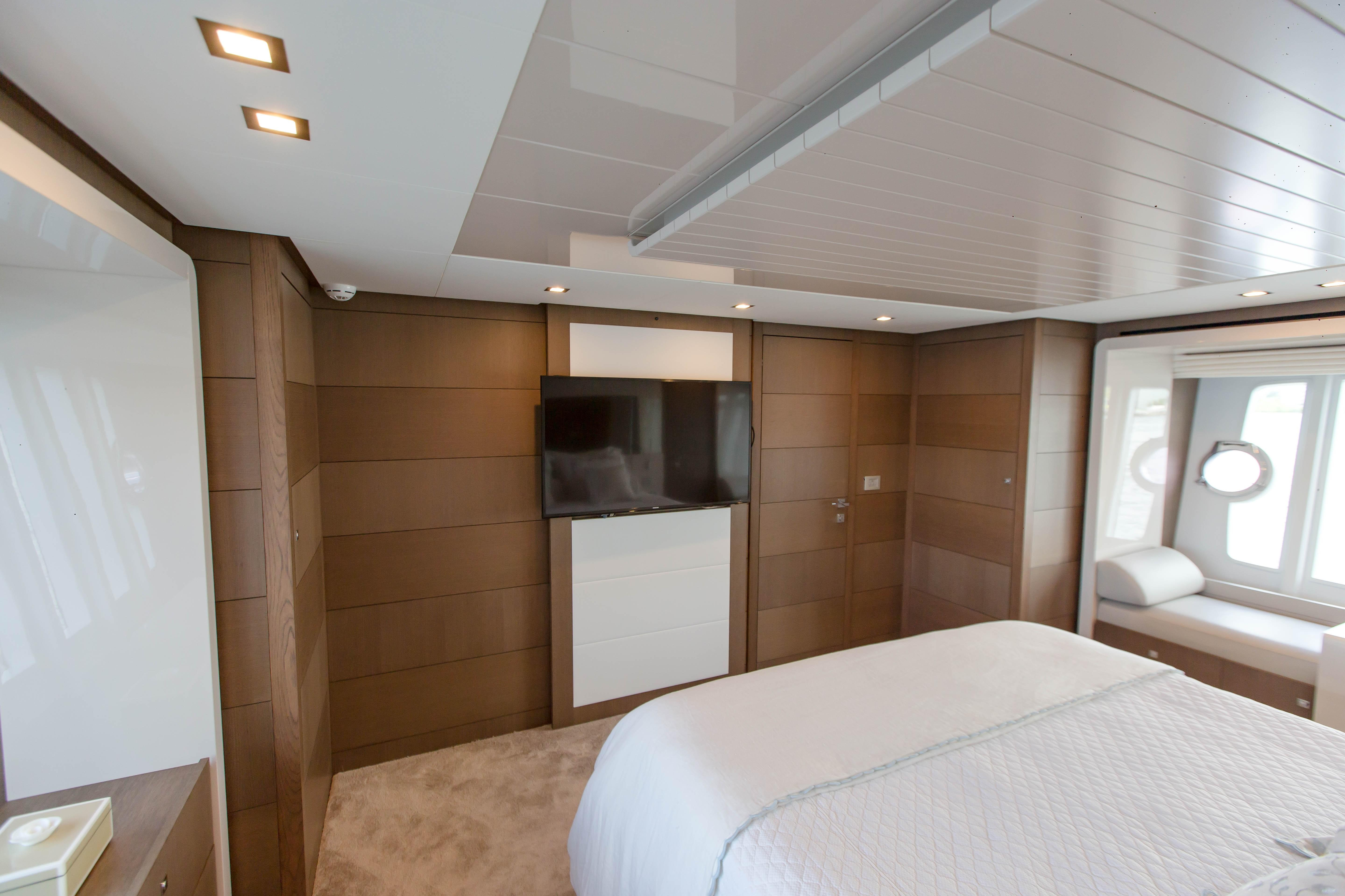 2016  Ferretti Yachts 870 Paola IV - Guest Stateroom