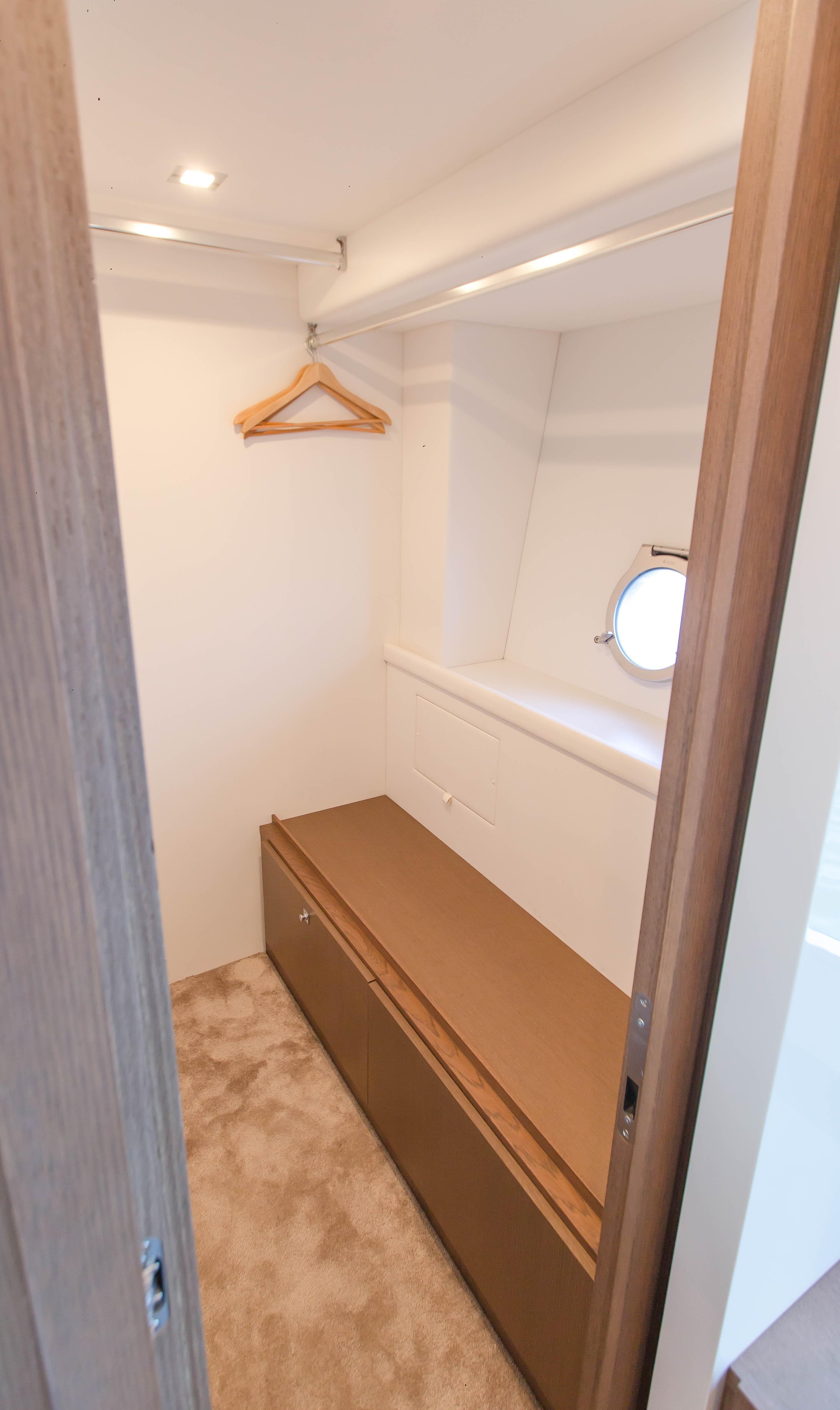 2016  Ferretti Yachts 870 Paola IV - Master Closet