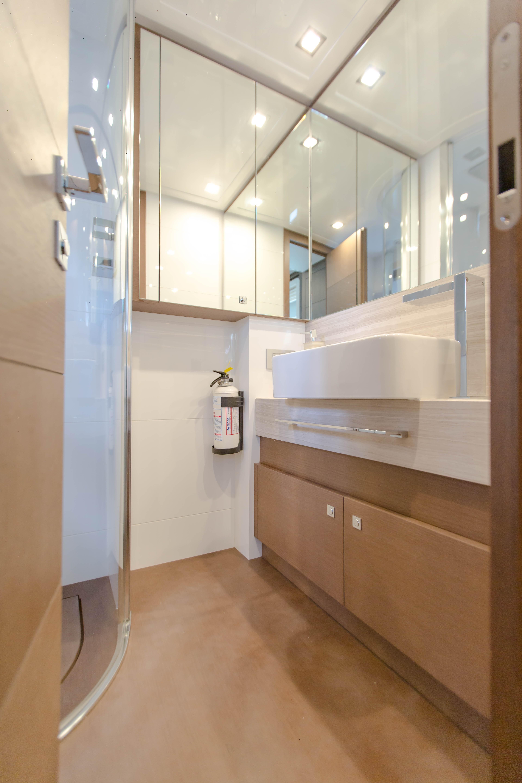 2016  Ferretti Yachts 870 Paola IV - Guest Head