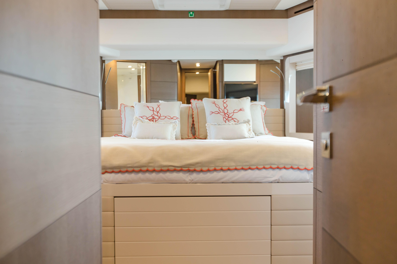 2016  Ferretti Yachts 870 Paola IV - VIP Stateroom