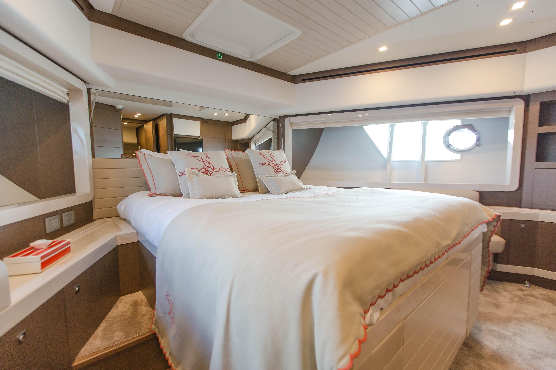 2016  Ferretti Yachts 870 Paula IV - VIP Stateroom
