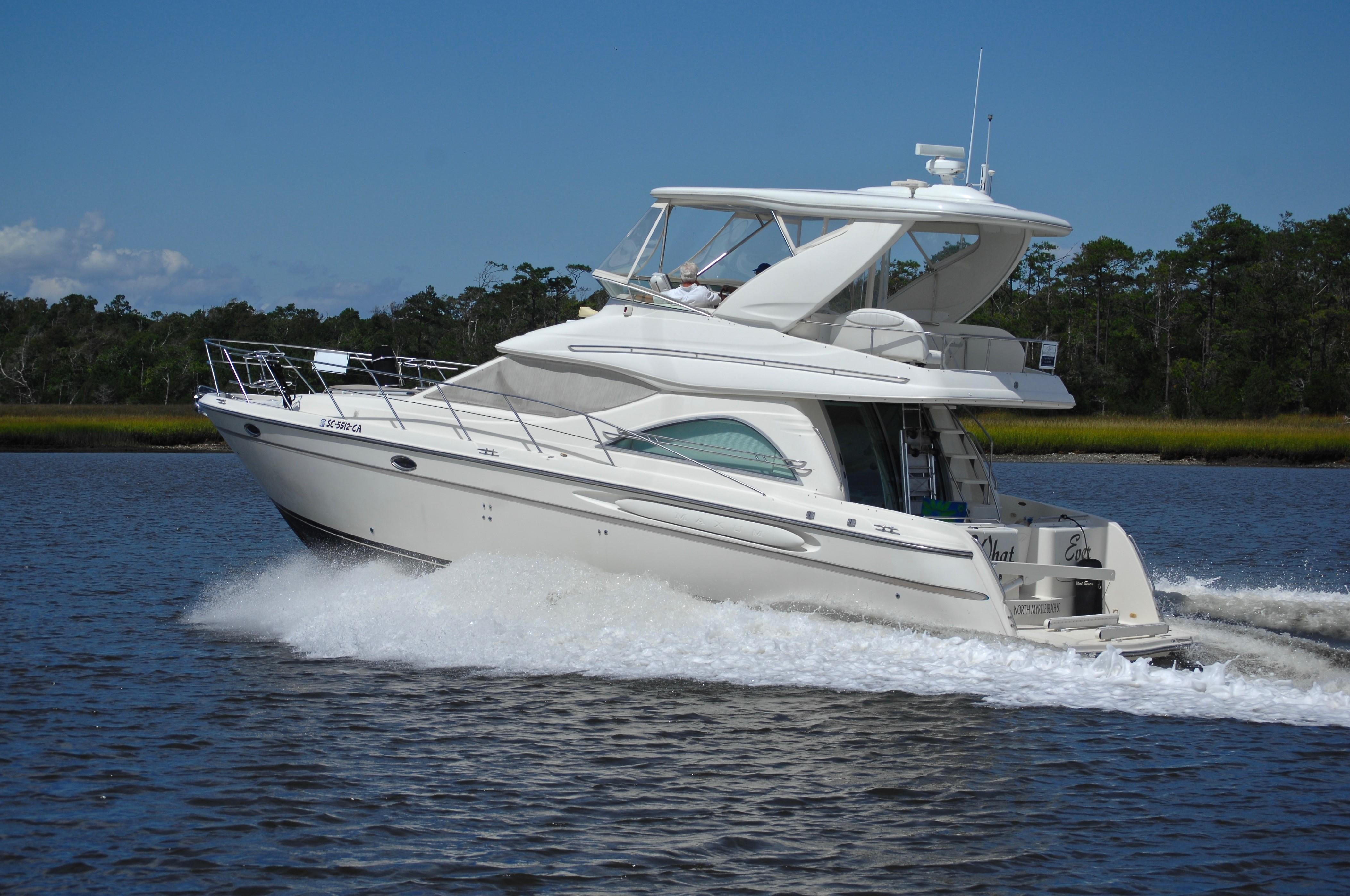 Maxum 4600 SCB Limited Edition - Port View