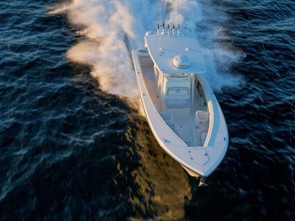 2020 Mako boat for sale, model of the boat is 334 CC Family Edition & Image # 4 of 12