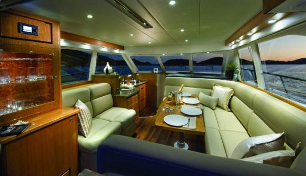 Riviera 43 Flybridge Salon