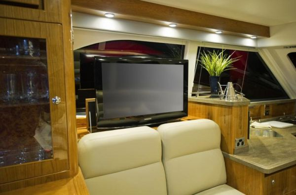Riviera 43 Flybridge Pop-up TV