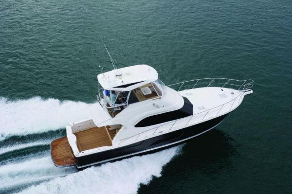Riviera 43 Flybridge Running