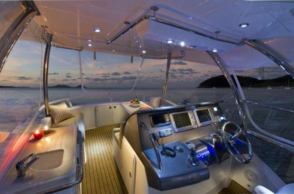 Riviera 43 Flybridge Flybridge