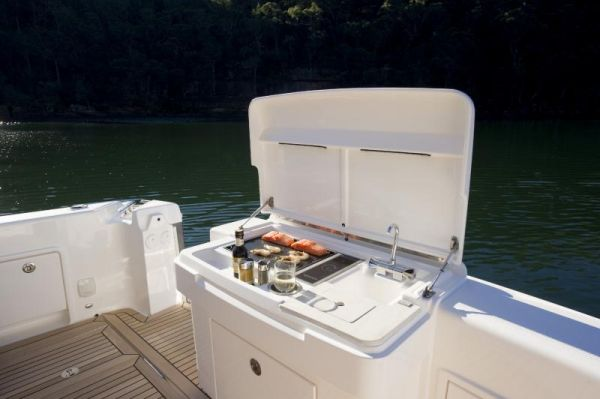 Riviera 43 Flybridge Cockpit BBQ
