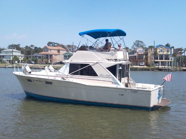 Chris Craft 35 Commander Sport Motor Yachts. Listing Number: M-3714866