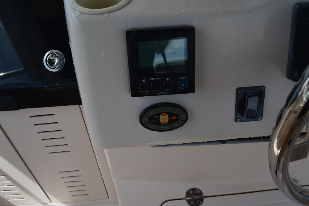 Grady-white 330 Express - Helm 6