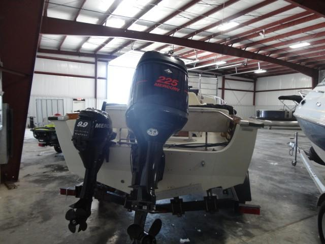 Boston Whaler 220 Outrage Cuddy