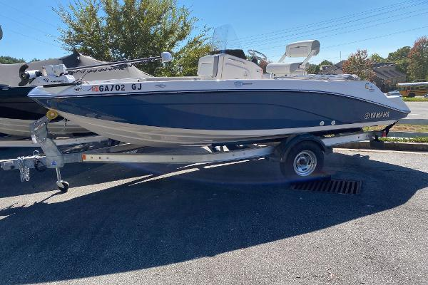 2019 Yamaha boat for sale, model of the boat is 190 FSH Deluxe & Image # 1 of 4