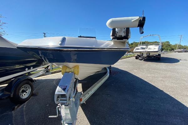 2019 Yamaha boat for sale, model of the boat is 190 FSH Deluxe & Image # 3 of 4