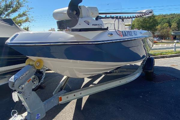 2019 Yamaha boat for sale, model of the boat is 190 FSH Deluxe & Image # 4 of 4