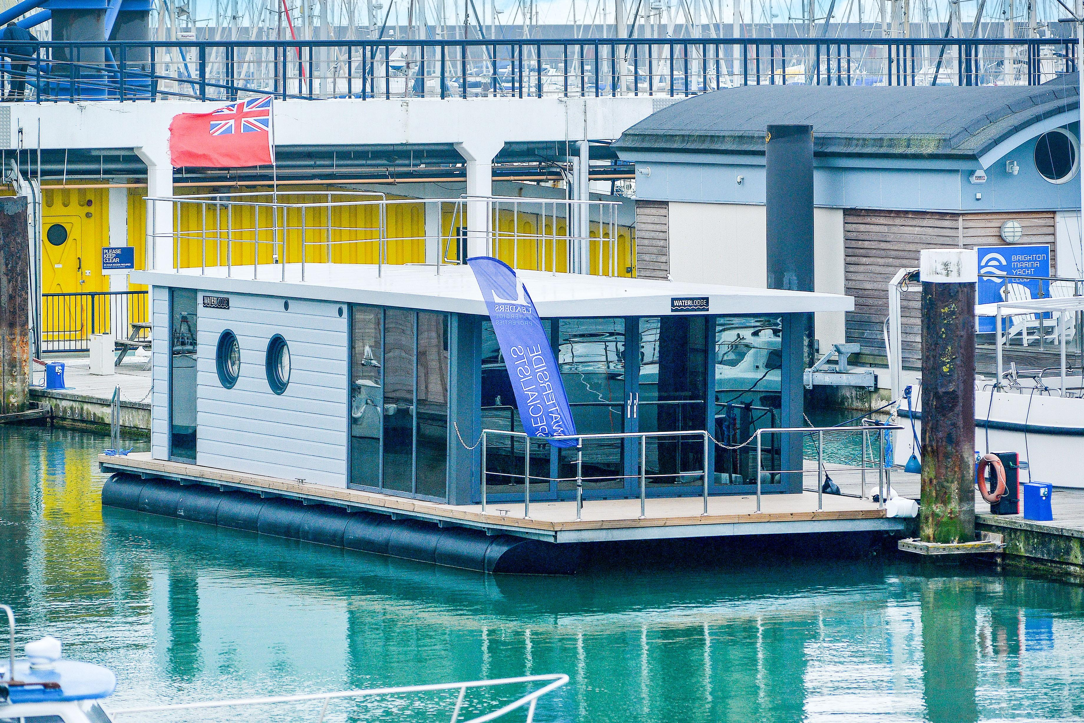Houseboat Waterlodge Five
