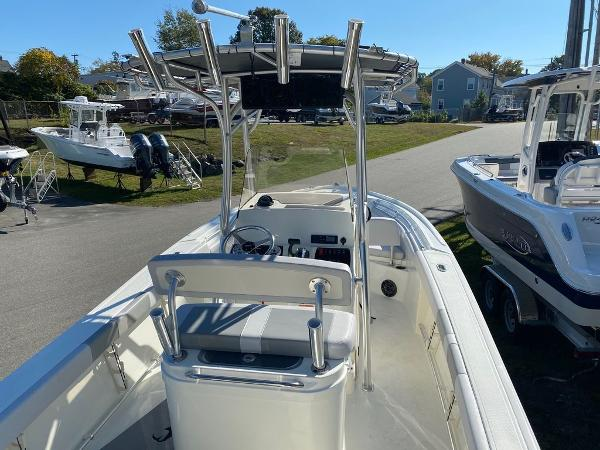 2021 Mako boat for sale, model of the boat is 214 CC & Image # 4 of 10