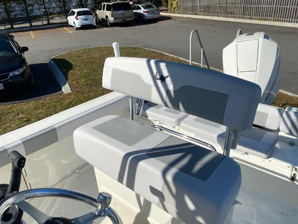2021 Mako boat for sale, model of the boat is 214 CC & Image # 7 of 10