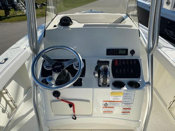 2021 Mako boat for sale, model of the boat is 214 CC & Image # 9 of 10