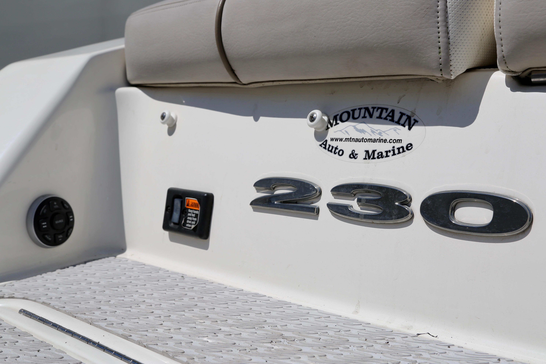2011 Sea Ray 230 SLX