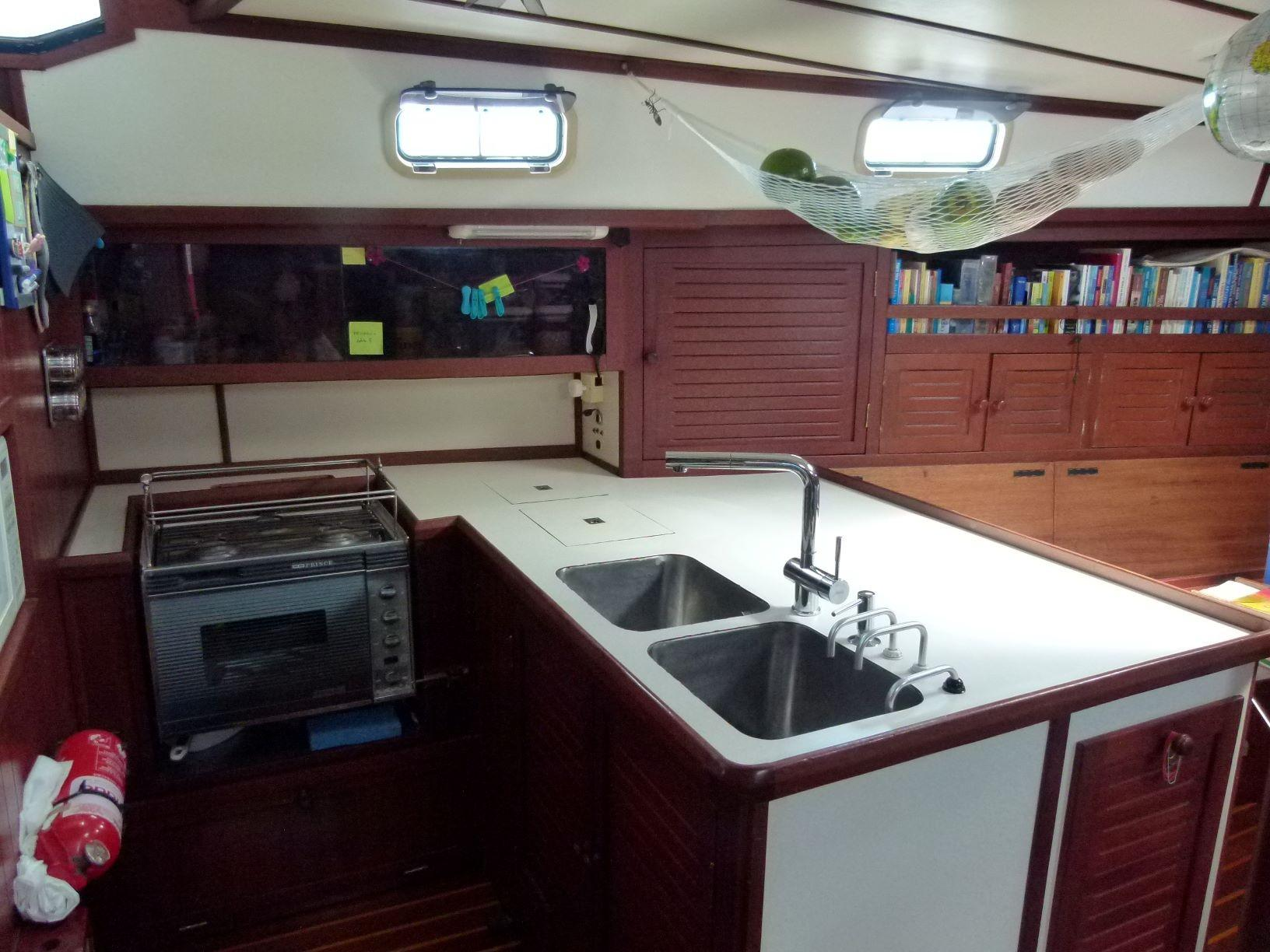 1998 Bruce Roberts Pilothouse 43 - Yacht Sales and Services