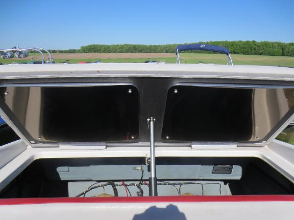 1989 Four Winns boat for sale, model of the boat is 251 Liberator & Image # 11 of 26