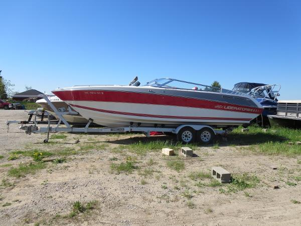 1989 Four Winns boat for sale, model of the boat is 251 Liberator & Image # 3 of 26