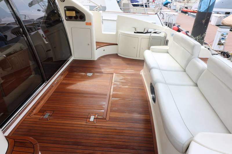 Large cockpit with long couch