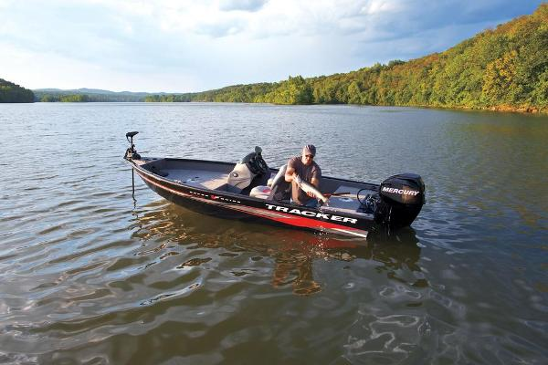 2013 Tracker Boats boat for sale, model of the boat is Super Guide V-16 SC & Image # 3 of 11