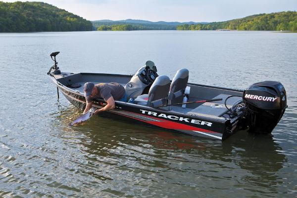 2013 Tracker Boats boat for sale, model of the boat is Super Guide V-16 SC & Image # 2 of 11