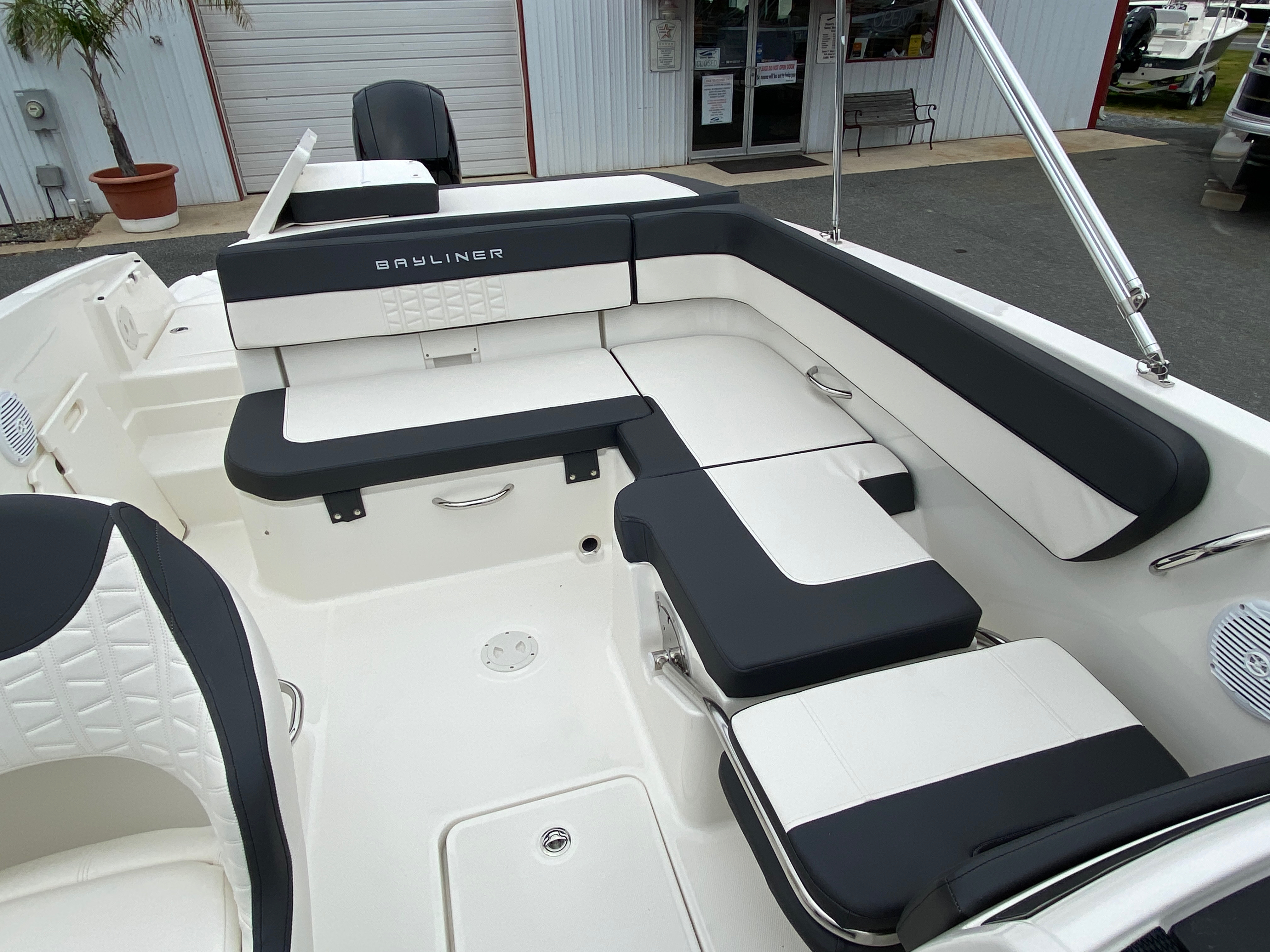 2020 Bayliner boat for sale, model of the boat is VR6 Bowrider & Image # 2 of 14