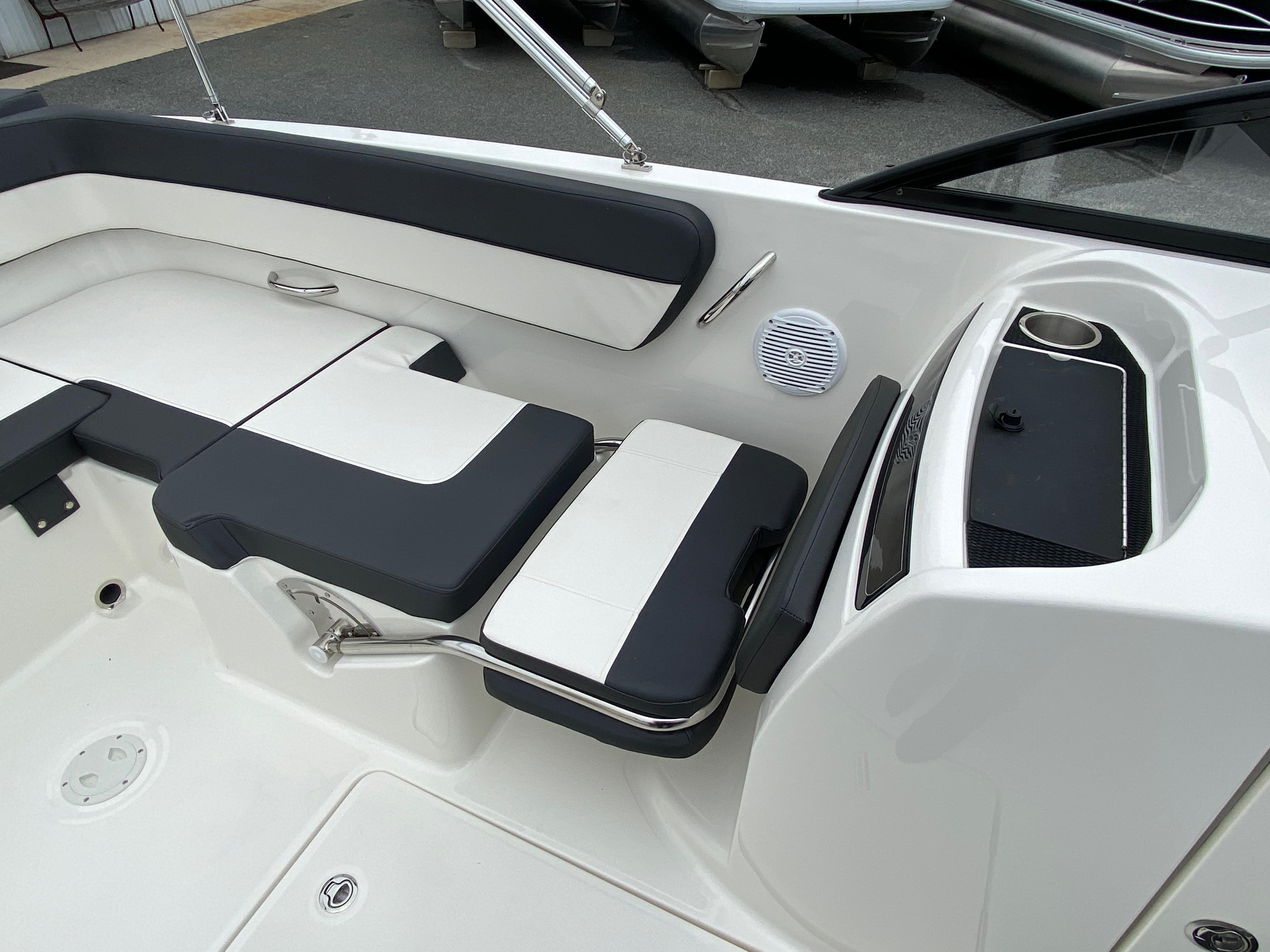 2020 Bayliner boat for sale, model of the boat is VR6 Bowrider & Image # 3 of 14