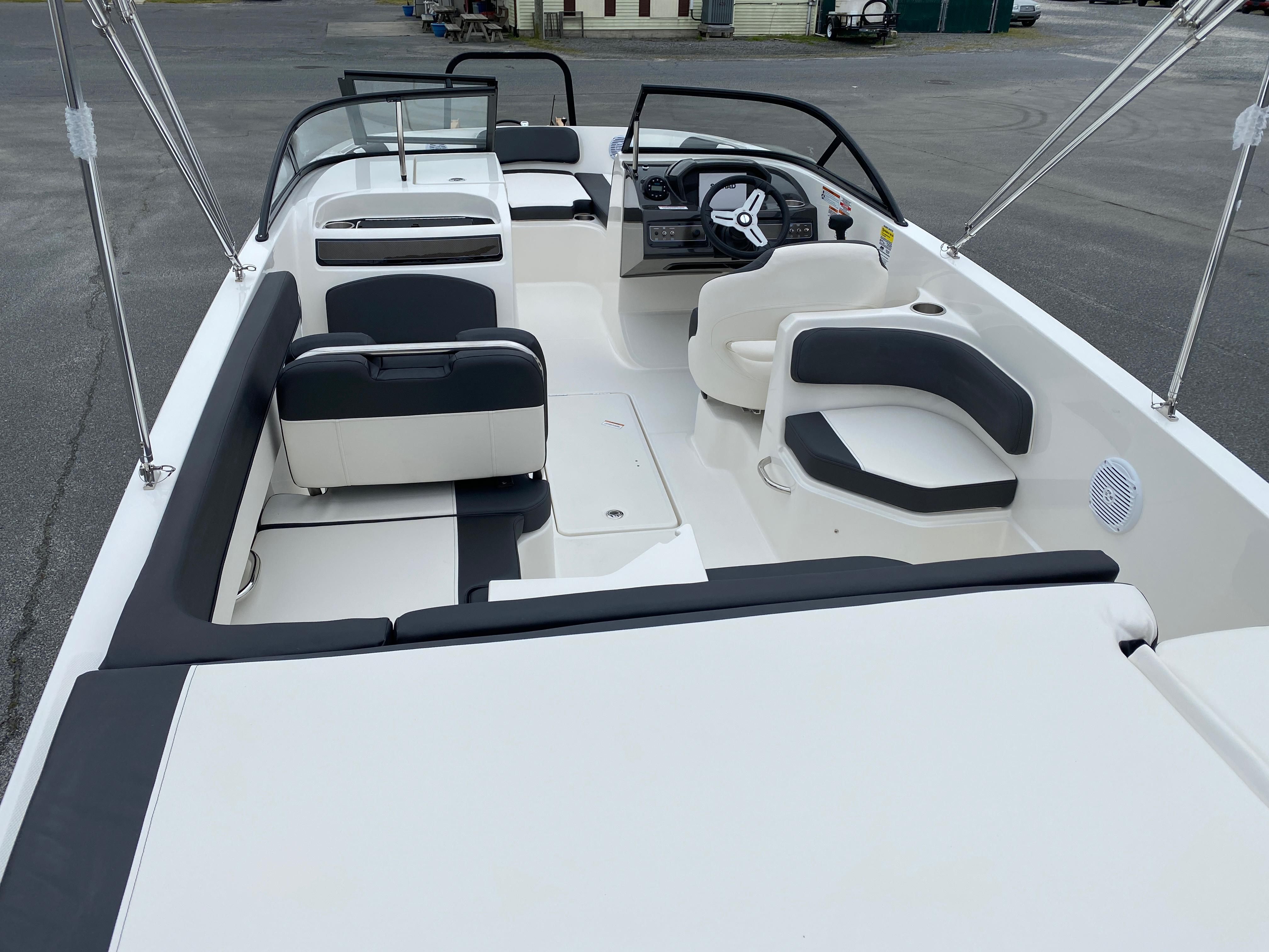 2020 Bayliner boat for sale, model of the boat is VR6 Bowrider & Image # 4 of 14