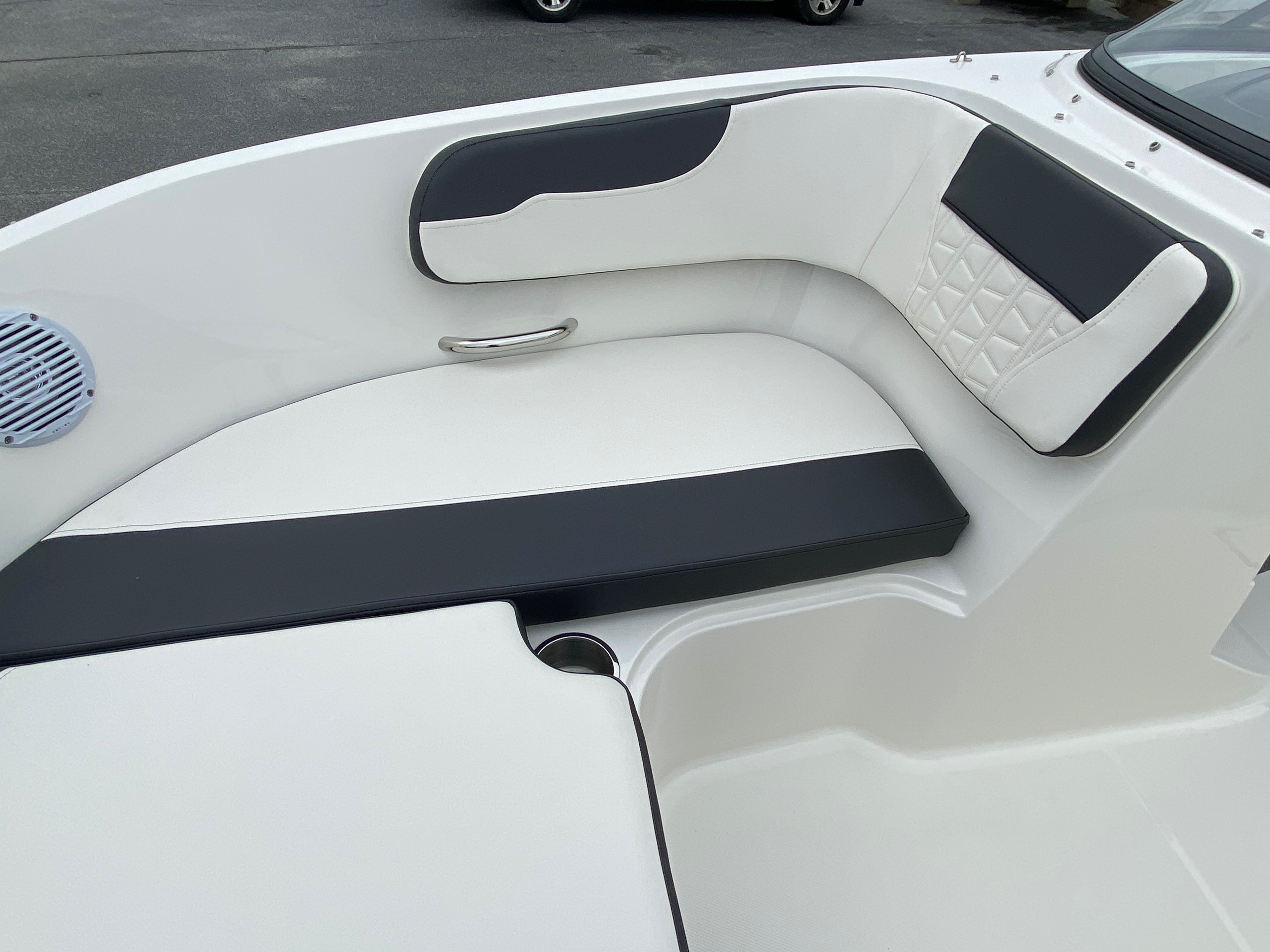 2020 Bayliner boat for sale, model of the boat is VR6 Bowrider & Image # 5 of 14