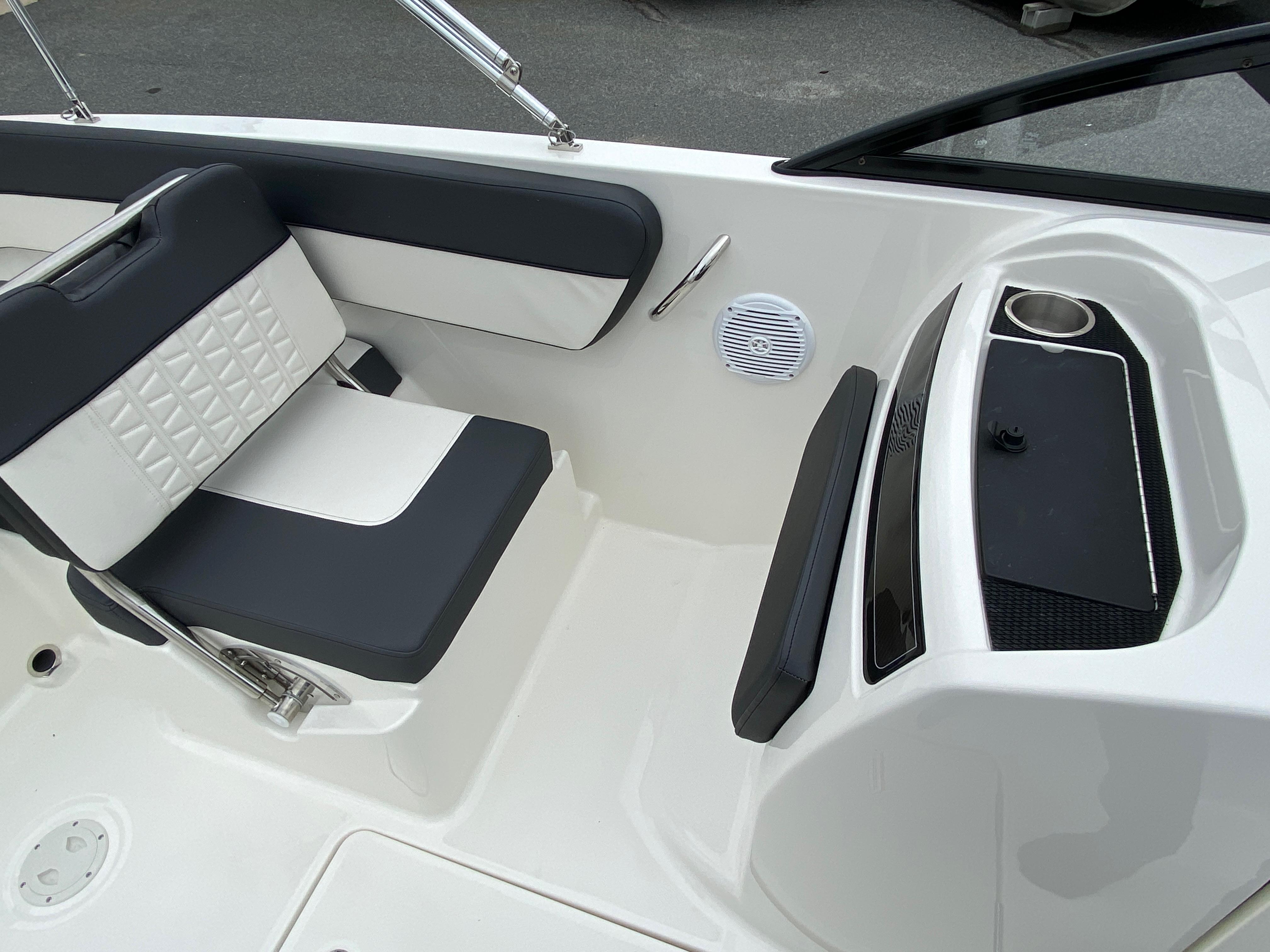 2020 Bayliner boat for sale, model of the boat is VR6 Bowrider & Image # 6 of 14
