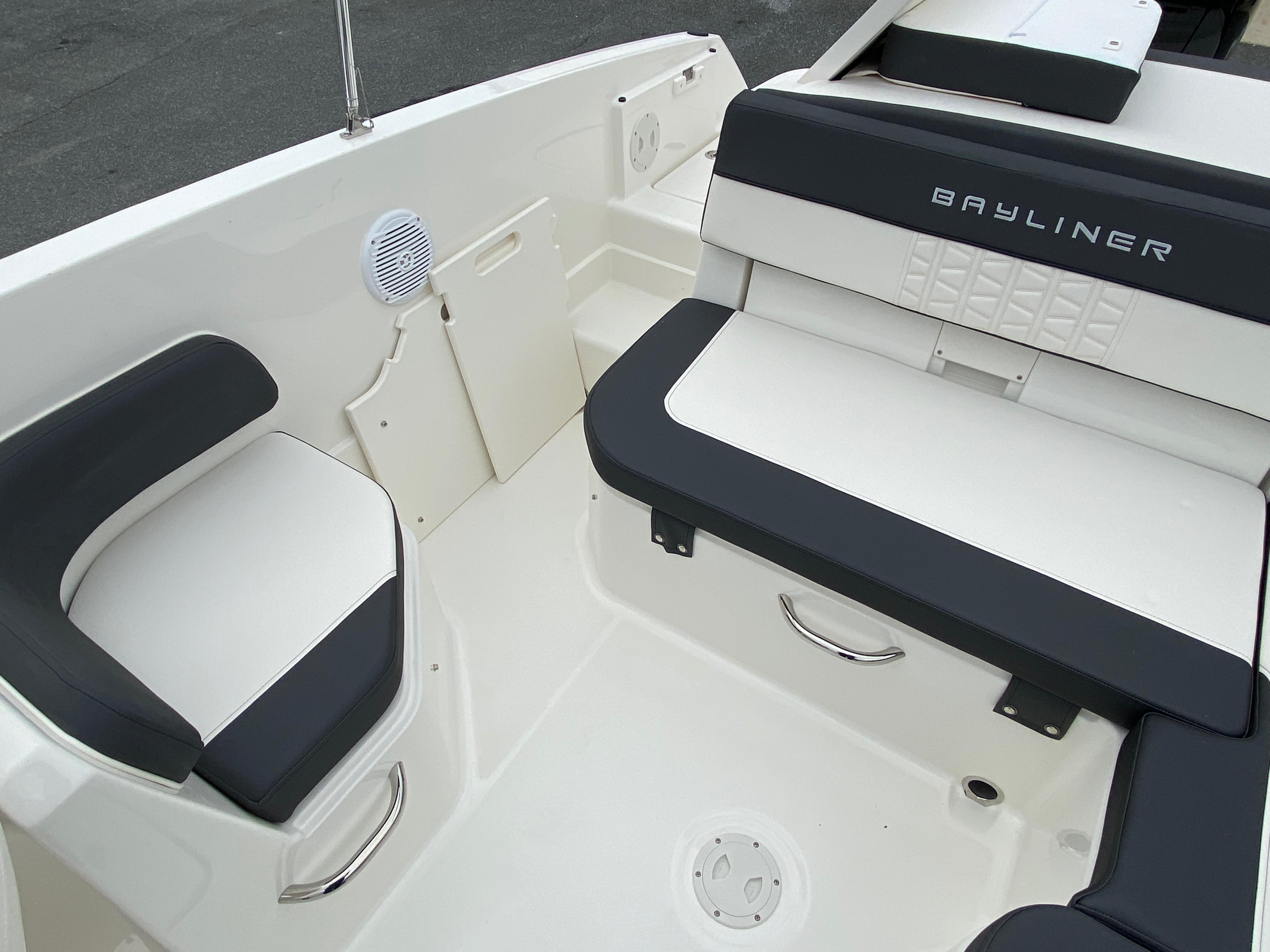 2020 Bayliner boat for sale, model of the boat is VR6 Bowrider & Image # 7 of 14