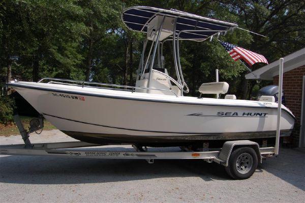 18' Sea Hunt Triton 186