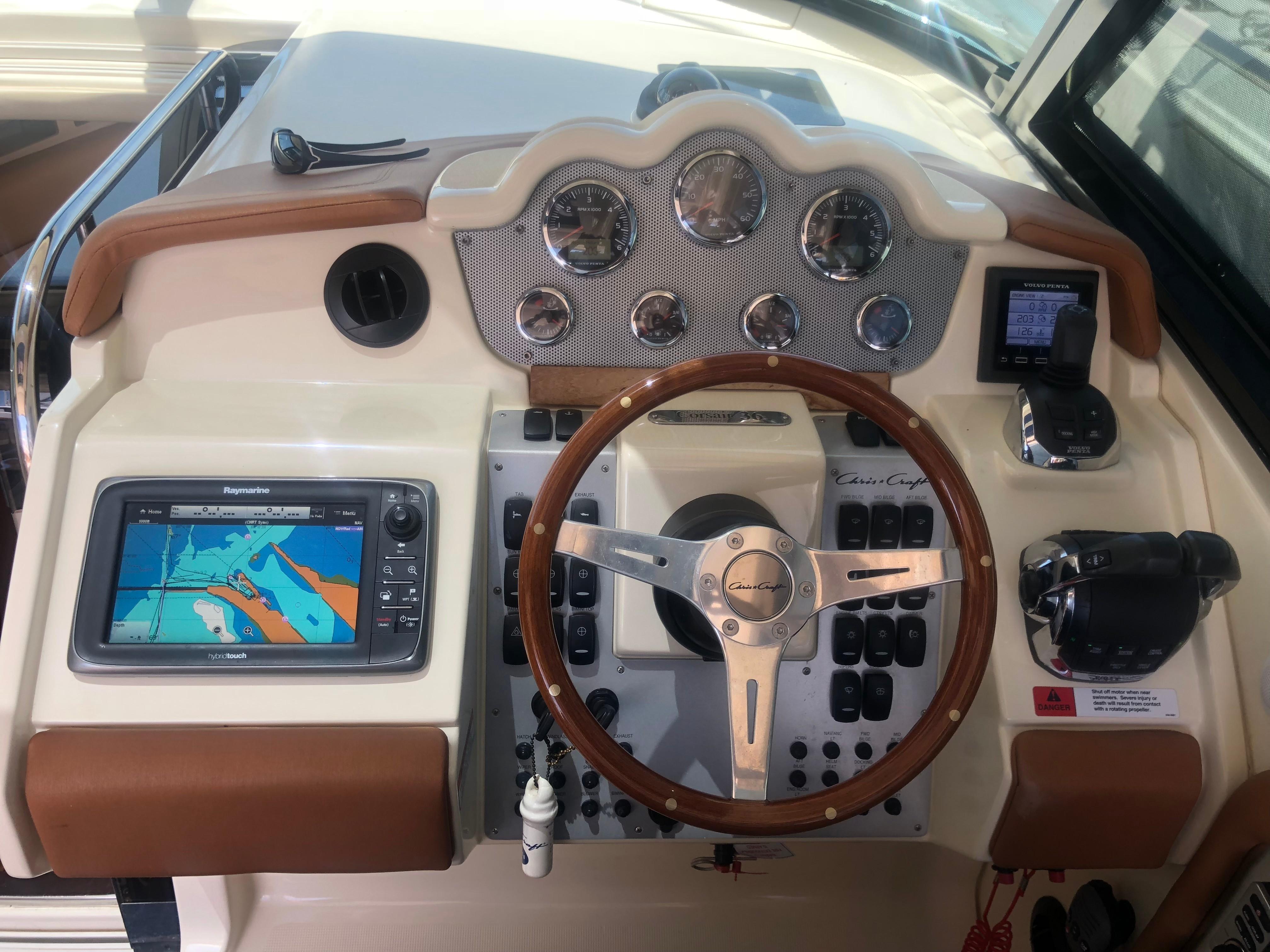 36 Chris-Craft Bellissima 2014 Miami | Denison Yacht Sales