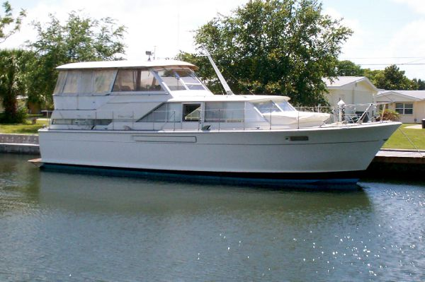 Chris Craft - 42 Commander Motor Yachts. Listing Number: M-3610541