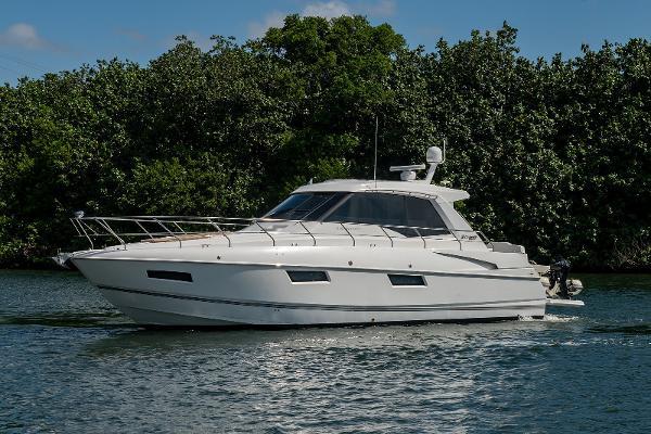 2011 48' Cruisers Yachts Cantius 48