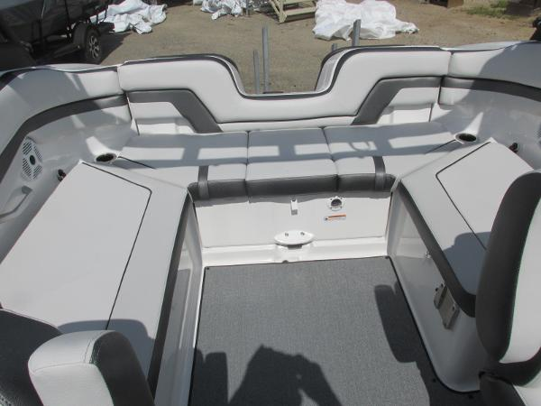 2020 Yamaha boat for sale, model of the boat is AR240 & Image # 13 of 35
